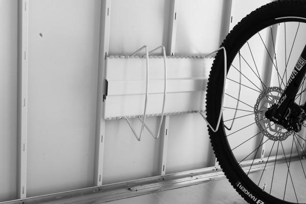"""BIOHORT Fahrradständer """"BikeHolder"""" für Gerätehaus Neo"""